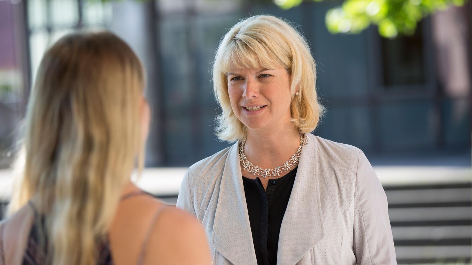 Bürgermeisterin Frau Schwaderer im Gespräch