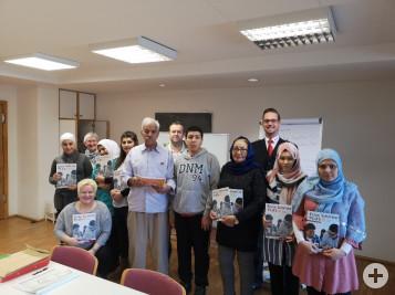 Gruppenfoto mit den neu gekauften Büchern