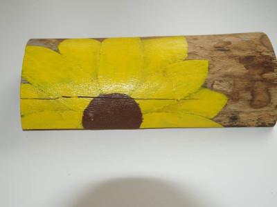 Sonnenblume auf Rundholz gemalt